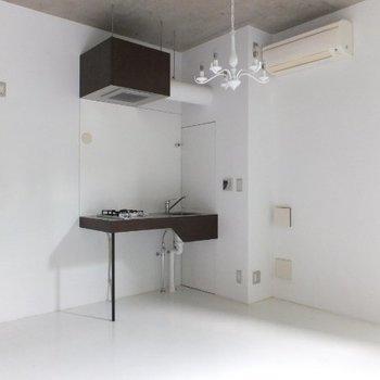 キッチン周りもかなりすっきり ※写真は別のお部屋のものです