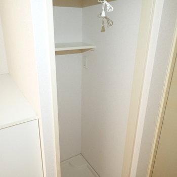 洗濯機が玄関前に。隠せるようになっていますね。(※写真は3階の同間取り別部屋のものです)