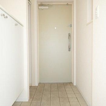 玄関はゆったりサイズ。(※写真は3階の同間取り別部屋のものです)