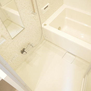 お風呂はこちら。新築ならではの綺麗さ◎