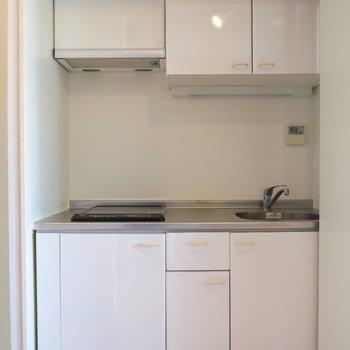 キッチンはIHの2口コンロですね。 ※写真は10C号室です。