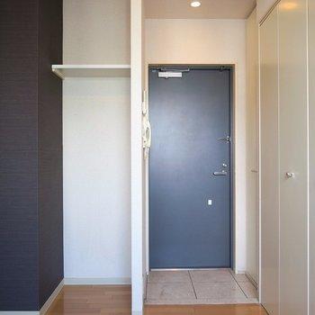 玄関横にも収納スペース◎ ※写真は10C号室です。