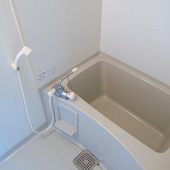 お風呂はシンプルに。 ※写真は10C号室です。