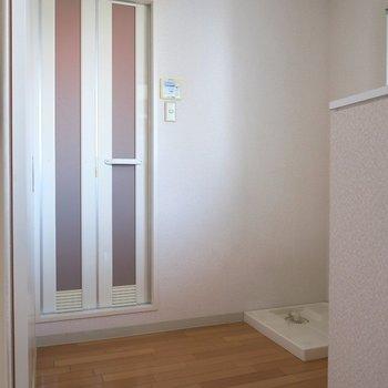 脱衣所もゆったりです。 ※写真は10C号室です。