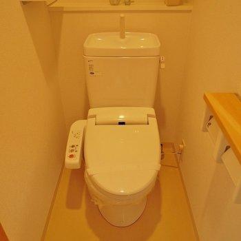 トイレはゆったり空間!。※写真は504号室のもの
