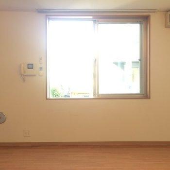 2階へ。南向きなので温かい光が。※写真は前回募集時のものです