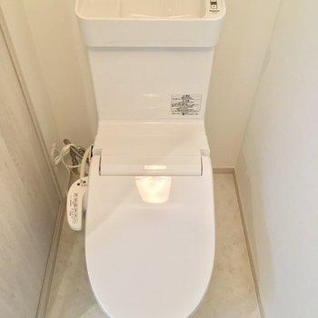 ウォシュレット付きのピカピカなトイレ!