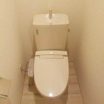 キッチン奥にお手洗いがあります。※写真は前回募集時のものです