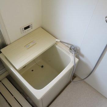 お風呂は小さめ。でもちゃんとリノベされています。