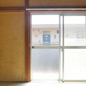 こちらは4.5帖のお部屋。窓からたくさん光入ります