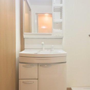 独立洗面台!朝の準備はコレで楽々っ※工事中の写真です