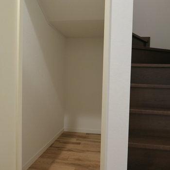 階段下の収納も有効活用して※前回募集時の写真です