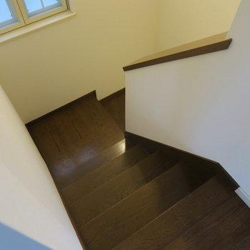 さてさて2階に上がっていきますよ〜!※前回募集時の写真です