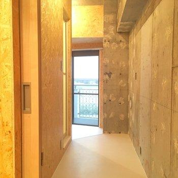 水回り専用の廊下!!! ※写真は別部屋です