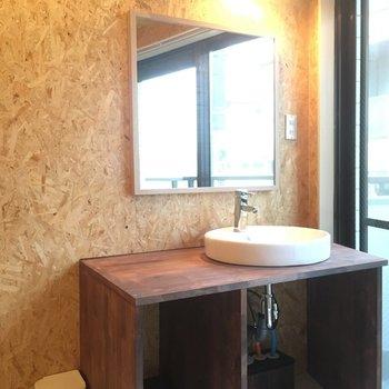 洗面台もスペースあって使い勝手が良さそう!! ※写真は別部屋です