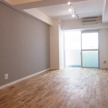オークの無垢床でシックな雰囲気! ※写真はイメージ