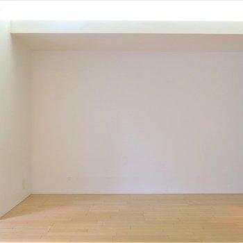 天井の埋め込み式ライトがいい味出してくれます、、、