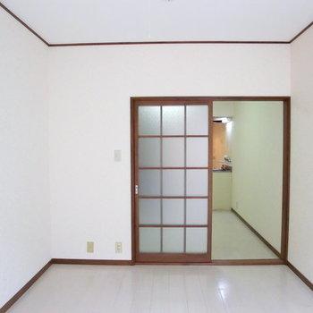 どこかレトロなお部屋。※写真は2階の同じ間取りの別部屋のものです。