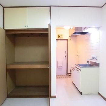 クローゼットは容量たっぷり。※写真は2階の同じ間取りの別部屋のものです。