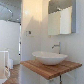 造作されたオシャレ洗面台※別部屋の写真です