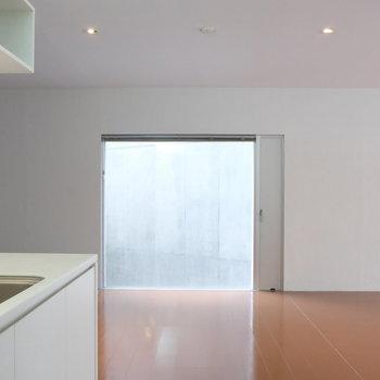 キッチンからの眺め。※写真は別部屋です。