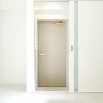 ドアを開ければ玄関です。(画像は401号室のものとなります)