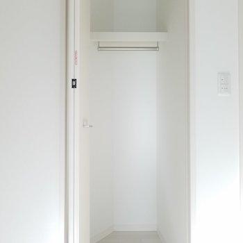 こちら洋室の収納。(画像は401号室のものとなります)