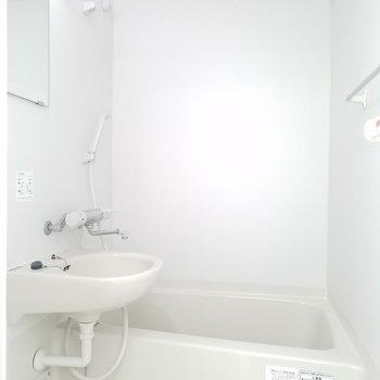 浴室乾燥機付きですが、追焚きは無し。(画像は401号室のものとなります)