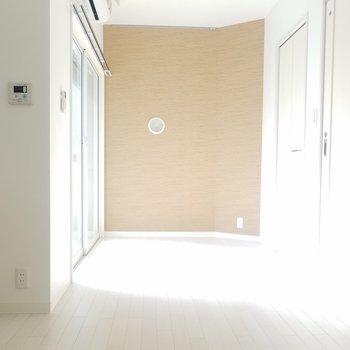 玄関からベランダ方面。(画像は401号室のものとなります)