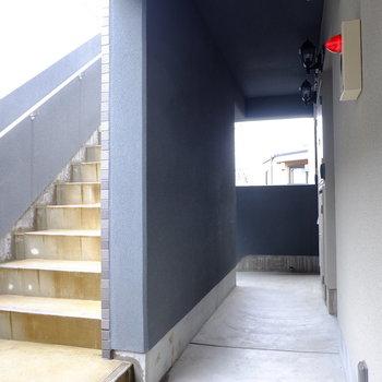 階段で3階です。