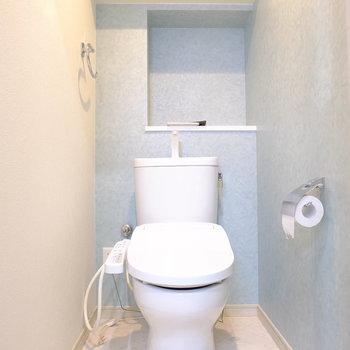 トイレの壁紙は涼しげですね