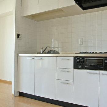 キッチンもキレイ3口ガス※写真は前回募集時のものです。