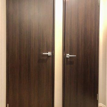2つ並んだ扉の先には、