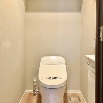 トイレもタンクレスなスタイリッシュタイプ。