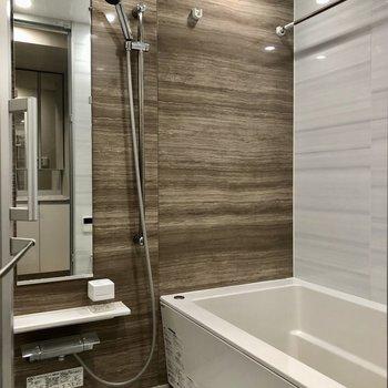 浴室乾燥機に追い焚き機能も付いたゆったりお風呂。