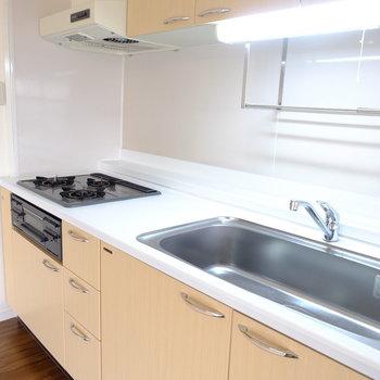 キッチンは3口コンロ※写真は前回募集時のものです