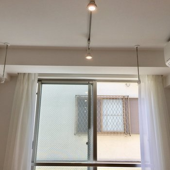 ベランダはないですがエアコンの風でも乾く室内物干しスペース。