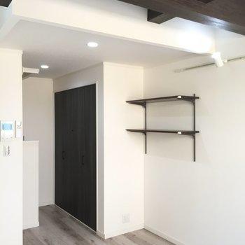【2F】別アングルでどうぞ。天井が表し梁なんです!良いですね!※写真は1階の同間取り別部屋のものです