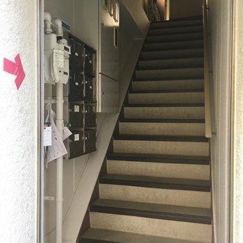 共用の階段のぼってくださいね!