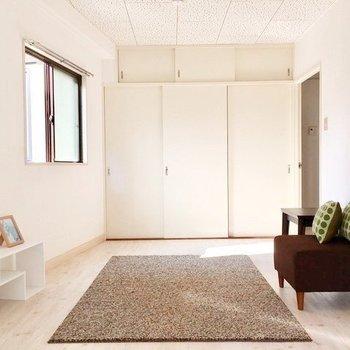 白でまとまっていて愛らしいお部屋です(※家具は見本です)