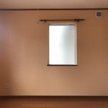 壁はサーモンピンクなんです!