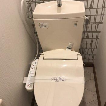 トイレの壁もおしゃれに♪