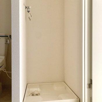 洗濯機置き場もこのスペースにあります。