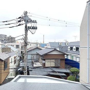 西側の眺望は住宅街が広がっています。