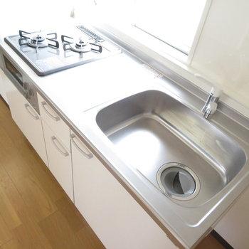 キッチンは3口の機能的なものです