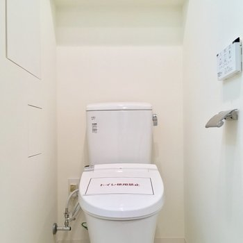 トイレもコチラに。ウォシュレット付き!