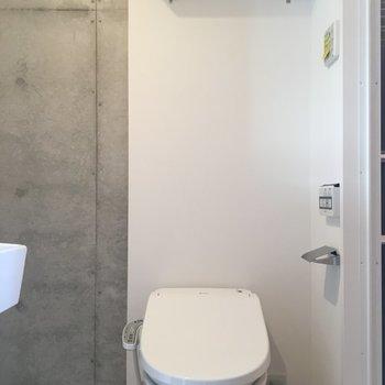 トイレの横は洗濯機置き場※写真は同間取りの別部屋の写真になります。