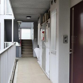 お部屋までは階段でどうぞ。