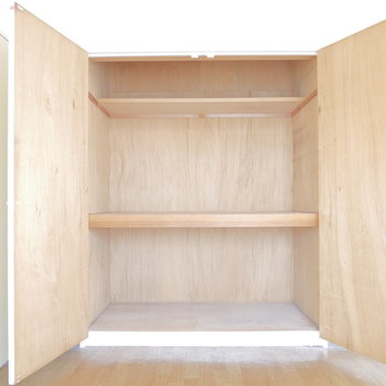 リビング横・6帖のお部屋の収納が一番大きい◎ ※クリーニング前のものです