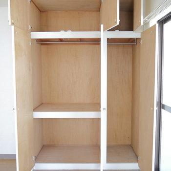 リビング入った所・5.5帖のお部屋の収納もたくさん入りますよ◎ ※クリーニング前のものです